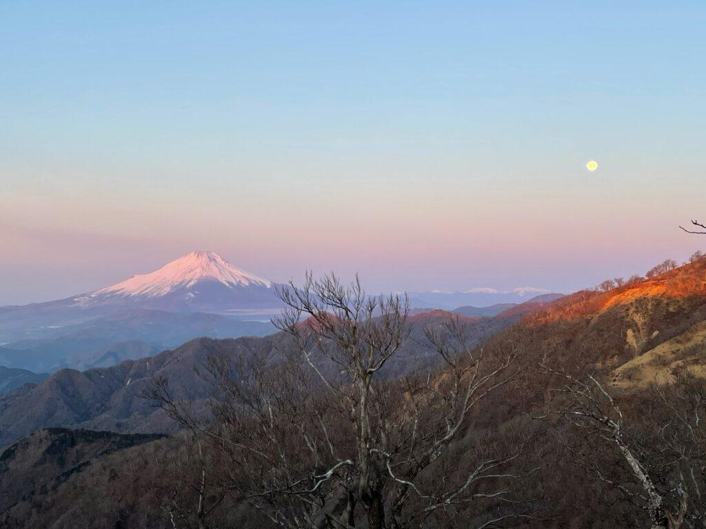 赤らむ富士山